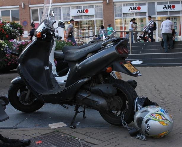 Sebuah sepeda motor di parkir di sekitar areal Scheveningen Boulevard, De Hague, Belanda.